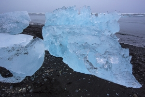 ISL0315_0132_Blocks of ice ashore on the vulcanic sand of the black beach (Jökulsárlón, Iceland)