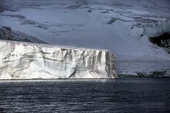 FJL0719_0627_Sunshine on the glacier (Franz Josef Land, Russia)