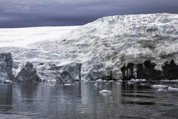 FJL0819_0624_Glaciers in Smith Bay on George Land (Franz Josef Land, Russia)