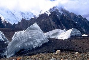 PAK0704_0160_Ice sails on the Baltoro glacier (Pakistan)