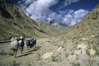 PAK0704_0174_Balti porters (Pakistan)