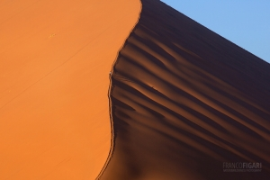 NAM0815_0211_Up and down the red dunes of Sossusvlei (Namibia)