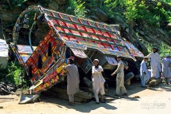 PAK0704_0294_Accident on the Karakorum highway (Pakistan)