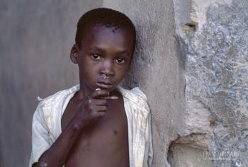 TAN0800_0313_Little boy in Mafia island (Tanzania)
