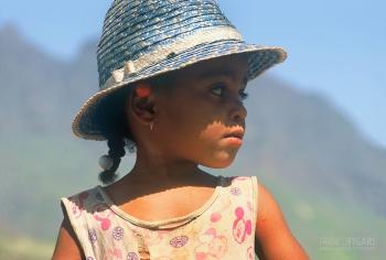 VER1002_0314_Little girl in Sant Antao (Cape Verde)