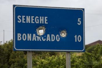 SAR0519_0687_Bullseye shooting. Local pastime in the Sardinian hinterland (Italy)