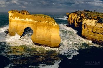 AUS0203_0346_Coastline-of-the-Great-Ocean-Road-State-of-Victoria-Australia