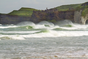 IRL0714_0354_Manes of foam on the beach near Portrush (Northern Ireland)