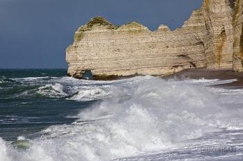NOR0220_0835_Winter storm on Etretat coast (Normandy, France)
