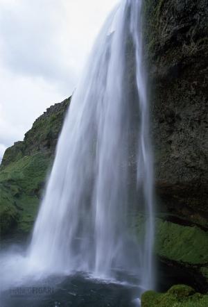 ISL0703_0360_Seljalandsfoss waterfall in summertime (Iceland)