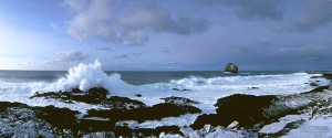 ISL0309_0365_Southwestern coast in a stormy winter day (Iceland)