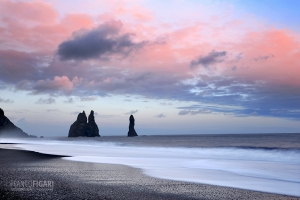 ISL0315_0372_Sunset at Dyrhòlaey black beach (Iceland)