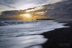 ISL0315_0373_Sunset at Dyrhòlaey black beach (Iceland)