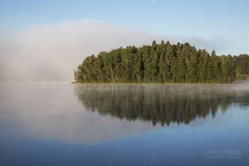 FIN0720_0838_ Morning fog on the lake (Finland)