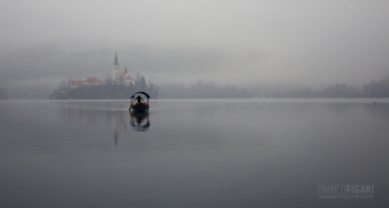 SLO0120_0842_Lake bled in tne morning fog (Slovenia)
